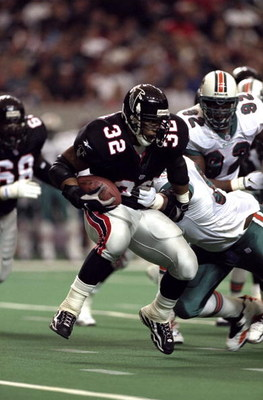 27 Dec 1998: Jamal Anderson #32 of the Atlanta Falcons runs during the game against the Miami Dolphins at the Georgia Dome in Atlanta, Georgia. The Falcons defeated the Dolphins 38-16.