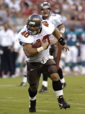 Tampa Bay Buccaneers fullback Mike Alstott rushes upfield   at Raymond James Stadium  in a preseason game August 28, 2004 against the Miami Dolphins.  (Photo by Al Messerschmidt/Getty Images)