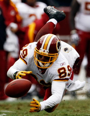 LANDOVER, MD - OCTOBER 18:  Wide receiver Santana Moss #89 of the Washington Redskins drops a ball against the Kansas City Chiefs during their game October 18, 2009 at FedEx Field in Landover, Maryland. The Chiefs defeated the Redskins 14-6.  (Photo by Wi