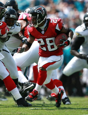 JACKSONVILLE, FL - SEPTEMBER 16:  Running back Warrick Dunn #28 of the Atlanta Falcons looks for room to run against the Jacksonville Jaguars at Alltel Stadium September 16, 2007 in Jacksonville, Florida. The Jaguars defeated the Falcons 13-7.  (Photo by