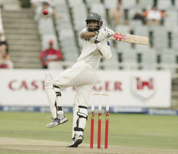 CAPE TOWN, SOUTH AFRICA -  JANUARY 26: Muhammad Yousuf in action during Day 1 of the Third test between, South Africa and Pakistan at Sahara Park Newlands, on January 26, 2007 in Cape Town, South Africa (Photo by Tertius Pickard/Gallo Images/Getty Images)