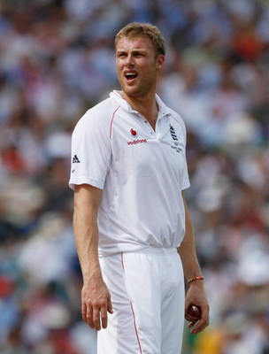 LONDON - AUGUST 21:  Andrew Flintoff of England shouts in the field during day two of the npower 5th Ashes Test Match between England and Australia at The Brit Oval on August 21, 2009 in London, England.  (Photo by Paul Gilham/Getty Images)