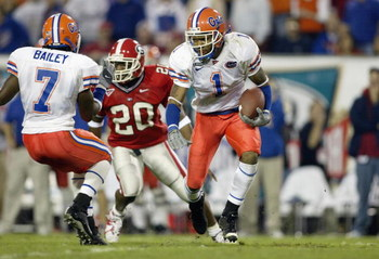 JACKSONVILLE, FL - NOVEMBER 02:  Keiwan Ratliff #1 of the University of Florida runs with the ball during the game against the University of Georgia at Alltel Stadium on November 2, 2002 in Jacksonville, Florida. Florida won 20-13. (Photo by Andy Lyons/Ge