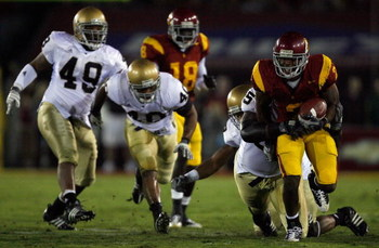 LOS ANGELES, CA - NOVEMBER 29:  C.J. Gable #2 of the USC Trojans tries to break from the Notre Dame Fighting Irish defense during the quarter at the Coliseum on November 29, 2008 in Los Angeles, California.  (Photo by Harry How/Getty Images)
