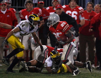 COLUMBUS, OH - NOVEMBER 18:  Antonio Pittman #25 of the Ohio State Buckeyes runs the ball against the Michigan Wolverines November 18, 2006 at Ohio Stadium in Columbus, Ohio.  Ohio State won 42-39. (Photo by Gregory Shamus/Getty Images)