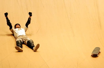 LOS ANGELES, CA - AUGUST 02:  Bob Burnquist celebrates after his final run and winning the Skateboard Big Air Final during X Games 13 at Staples Center on August 2, 2007 in Los Angeles, California.  (Photo by Jeff Gross/Getty Images)