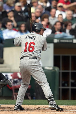 CHICAGO - APRIL 07:  Jason Kubel #16 of the Minnesota Twins readies at bat against the Chicago White Sox during the Opening Day game on April 7, 2008 at U.S. Cellular Field in Chicago, Illinois. (Photo by Jonathan Daniel/Getty Images)