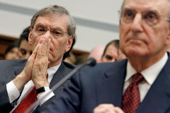 WASHINGTON - JANUARY 15:  Major League Baseball Commissioner Bud Selig (L) listens to testimony from former Sen. George Mitchell (D-ME) (R) during a hearing of the U.S. House Oversight and Government Reform Committee on the illegal use of sterioids in bas
