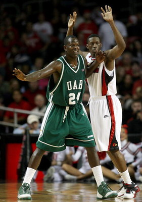 LOUISVILLE, KY - DECEMBER 27:  Robert Vaden #24 of the UAB Blazers is defended by Reginald Delk #12 of the Louisville Cardinals during the game on December 27, 2008 at Freedom Hall in Louisville, Kentucky.  (Photo by Andy Lyons/Getty Images)