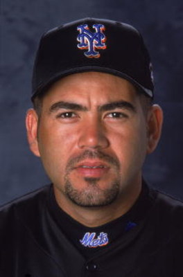 28 Feb 2001:  Edgardo Alfonzo #13 of the New York Mets poses for a studio portrait during Spring Training at Thomas J. White Stadium in Port St. Lucie, Florida.Mandatory Credit: Matthew Stockman  /Allsport