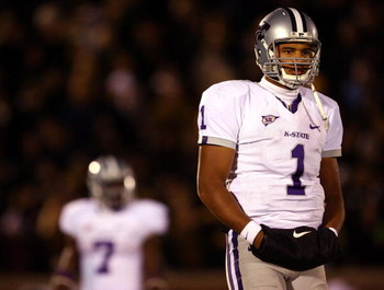 COLUMBIA, MO - NOVEMBER 08:  Quarterback Josh Freeman #1 of the Kansas State Wildcats looks for a signal during the game against the Missouri Tigers on November 8, 2008 at Memorial Stadium in Columbia, Missouri.  (Photo by Jamie Squire/Getty Images)