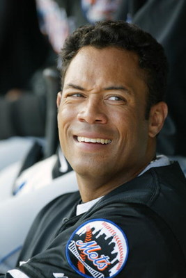 28 Feb 2002 : Roberto Alomar of the New York Mets during the Spring Training game against the St.Louis Cardinals at Roger Dean Stadium in Jupiter, Florida. The Cardinals won 5-2. DIGTAL IMAGE. Mandatory Credit: Eliot Schechter/Getty Images