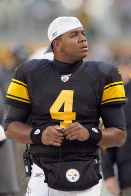 PITTSBURGH - OCTOBER 26:  Quarteback Byron Leftwich #4 of the Pittsburgh Steelers looks on during the game against the New York Giants at Heinz Field on October 26, 2008 in Pittsburgh, Pennsylvania. (Photo by: Rick Stewart/Getty Images)