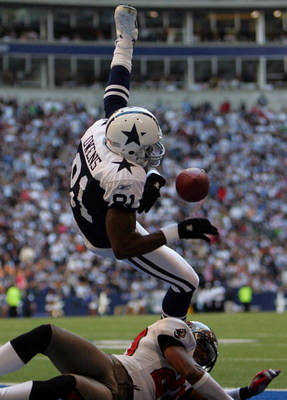 DALLAS - NOVEMBER 23:  Wide receiver Terrell Owens #81 of the Dallas Cowboys drops a pass in the endzone while defended by Ronde Barber #20 of the Tampa Bay Buccaneers at Texas Stadium on November 23, 2006 in Irving, Texas.  (Photo by Ronald Martinez/Gett