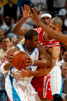 NEW ORLEANS - DECEMBER 26:  Chris Paul #3 of the New Orleans Hornets fights for a ball with Shane Battier #31 of the Houston Rockets on December 26, 2008 at the New Orleans Arena in New Orleans, Louisiana.   The Hornets defeated the Rockets 88-79.   NOTE