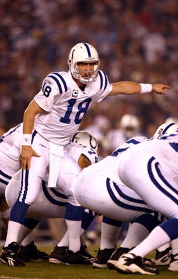 SAN DIEGO, CA - NOVEMBER 23:   Quarterback Peyton Manning #18 of the Indianapolis Colts in action against the San Diego Chargers during their NFL Game at Qualcomm Stadium on November 23, 2008 in San Diego, California. (Photo by Donald Miralle/Getty Images