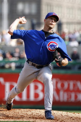 PITTSBURGH - APRIL 7:  Bob Howry #62 of the Chicago Cubs delivers a pitch against the Pittsburgh Pirates during the Pirates Home Opener at PNC Park April 7, 2008 in Pittsburgh, Pennsylvania. Chicago won the game 10-8. (Photo by Gregory Shamus/Getty Images
