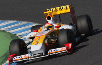 JEREZ DE LA FRONTERA, SPAIN - FEBRUARY 12:  Fernando Alonso of Spain and team Renault in action during Formula 1 testing on February 12, 2009 in Jerez de la Frontera, Spain.  (Photo by Mark Thompson/Getty Images)