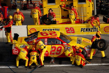 DAYTONA BEACH, FL - FEBRUARY 12:  Kevin Harvick, driver of the #29 Shell/Pennzoil Chevrolet, comes in for a pit stop during the NASCAR Sprint Cup Series Gatorade Duel 2 at Daytona International Speedway on February 12, 2009 in Daytona Beach, Florida.  (Ph