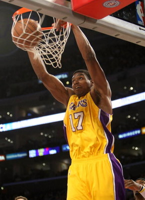 LOS ANGELES - JANUARY 27: Andrew Bynum #17 of the Los Angeles Lakers dunks against the Charlotte Bobcats on January 27, 2009 at Staples Center in Los Angeles, California.   NOTE TO USER: User expressly acknowledges and agrees that, by downloading and/or u
