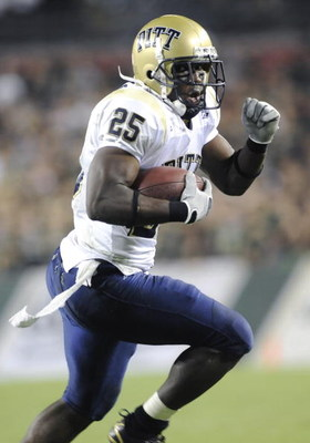 TAMPA, FL - OCTOBER 2:  Tailback LeSean McCoy #25 of the Pittsburgh Panthers rushes for a second quarter touchdown against the University of South Florida Bulls at Raymond James Stadium on October 2, 2008 in Tampa, Florida.  (Photo by Al Messerschmidt/Get