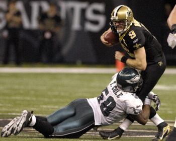 New Orleans Saints  quarterback Drew Brees dodges Philadelphia Eagles  linebacker Trent Cole during  an NFL NFC divisional playoff game on January 13, 2007 in the Superdome in New Orleans, Louisiana.  The Saints won 27 - 24.  (Photo by Al Messerschmidt/Ge