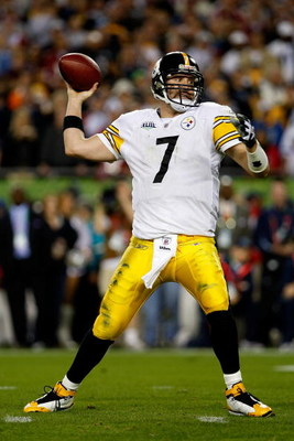 TAMPA, FL - FEBRUARY 01:  Quarterback Ben Roethlisberger #7 of the Pittsburgh Steelers passes against the Arizona Cardinals during Super Bowl XLIII on February 1, 2009 at Raymond James Stadium in Tampa, Florida.  (Photo by Jamie Squire/Getty Images)