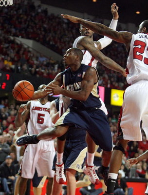 LOUISVILLE, KY - JANUARY 12: Tory Jackson #2 of the Notre Dame Fighting Irish shoots against the Louisville Cardinals during the Big East Conference game against  on January 12, 2009 at Freedom Hall in Louisville, Kentucky.  (Photo by Andy Lyons/Getty Ima