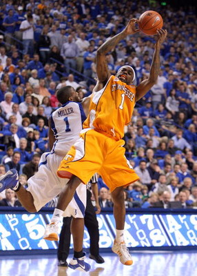 LEXINGTON, KY - FEBRUARY 21:  Tyler Smith #1 of the Tennessee Volunteers grabs a loose ball over Darius Miller #1 of the Kentucky Wildcats during the SEC game at Rupp Arena on February 21, 2009 in Lexington, Kentucky.  (Photo by Andy Lyons/Getty Images)