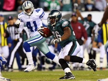 PHILADELPHIA - DECEMBER 28:  Brian Westbrook #36 of the Philadelphia Eagles runs the ball against the Dallas Cowboys on December 28, 2008 at Lincoln Financial Field in Philadelphia, Pennsylvania. The Eagles defeated the Cowboys 44-6.  (Photo by Jim McIsaa