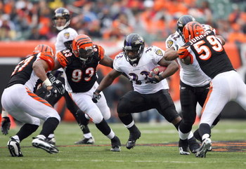 CINCINNATI - NOVEMBER 30:  Fullback Le'Ron McClain #33 of the Baltimore Ravens runs with the ball during their NFL game against the Cincinnati Bengals on November 30, 2008 at Paul Brown Stadium in Cincinnati, Ohio. The Ravens defeated the Bengals 34-3.(Ph