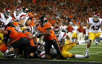 CORVALIS, OR - SEPTEMBER 25:  Jacquizz Rodgers #1 of the Oregon State Beavers scores a touchdown against the Southern California Trojans at Reser Stadium on September 25, 2008 in Corvalis, Oregon.  (Photo by Jonathan Ferrey/Getty Images)