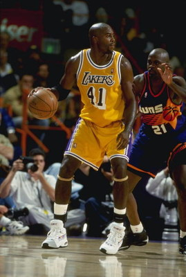 24 Mar 1999:  Glen Rice #41 of the Los Angeles Lakers in action during the game against the Phoenix Suns at the Great Western Forum in Inglewood, California. The Suns defeated the Lakers 106-101.   Mandatory Credit: Todd Warshaw  /Allsport