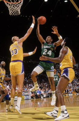 LOS ANGELES - 1987:  Mark Aguirre #24 of the Dallas Mavericks leaps for the basket during the NBA game against the Los Angeles Lakers at the Great Western Forum in Los Angeles, California in 1987.  (Photo by Mike Powell/Getty Images)