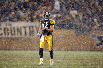 PITTSBURGH - NOVEMBER 20:  Hines Ward #86 of the Pittsburgh Steelers walks on the snowy field during the game against the Cincinnati Bengals at Heinz Field on November 20, 2008  in Pittsburgh, Pennsylvania. (Photo by: Gregory Shamus/Getty Images)