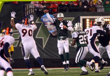 EAST RUTHERFORD, NJ - NOVEMBER 30:  Brett Favre #4 of the New York Jets throws a pass against the Denver Broncos on November 30, 2008 at Giants Stadium in East Rutherford, New Jersey.  (Photo by Jim McIsaac/Getty Images)