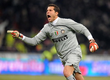 MILAN, ITALY - FEBRUARY 15:  Goalkeeper Julio Cesar of Inter Milan celebrates during the Serie A match between Inter Milan and AC Milan at the Stadio Giuseppe Meazza on February 15, 2009 in Milan, Italy.  (Photo by New Press/Getty Images)