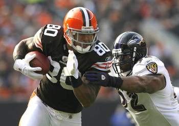 CLEVELAND - NOVEMBER 2:  Evan Oglesby #25 of the Baltimore Ravens hits Kellen Winslow #80 of the Cleveland Browns during the third quarter of their NFL game at Cleveland Browns Stadium November 2, 2008 in Cleveland, Ohio.  (Photo by Matt Sullivan/Getty Im