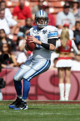 SAN FRANCISCO - SEPTEMBER 21:  Jon Kitna #8 of the Detroit Lions drops back to pass during the game against the San Francisco 49ers on September 21, 2008 at Candlestick Park in San Francisco, California. (Photo by Jed Jacobsohn/Getty Images)