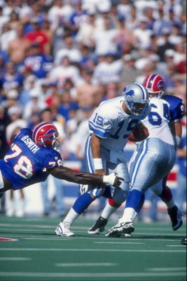 5 Oct 1997:  Quarterback Scott Mitchell #19 of the Detroit Lions in action during the Lions 22-13 loss to the Buffalo Bills at Rich Stadium in Orchard Park, New York. Mandatory Credit: Robert Laberge  /Allsport