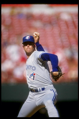 1990:  Pitcher Tom Henke of the Toronto Blue Jays throws a pitch during a game. Mandatory Credit: Stephen Dunn  /Allsport