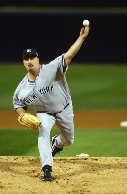 CHICAGO - SEPTEMBER 22:  Starting pitcher David Wells #33 of the New York Yankees delivers the ball against the Chicago White Sox during the game on September 22, 2003 at U.S. Cellular Field in Chicago, Illinois.  The White Sox defeated the Yankees in 10