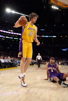 LOS ANGELES, CA - FEBRUARY 26:  Pau Gasol #16 of the Los Angeles Lakers surveys the court as Jared Dudley #3 of the Phoenix Suns looks on from the floor during the NBA game at Staples Center February 26, 2009 in Los Angeles, California.  NOTE TO USER: Use