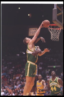 20 Apr 1994:  Forward Detlef Schrempf of the Seattle SuperSonics goes up for two during a game against the Los Angeles Lakers at the Great Western Forum in Inglewood, California. Mandatory Credit: J. D. Cuban  /Allsport Mandatory Credit: J. D. Cuban  /All