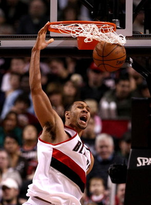 PORTLAND, OR - NOVEMBER 19:  Brandon Roy #7 of the Portland Trail Blazers dunks the ball against of the Chicago Bulls at the Rose Garden November 18, 2008 in Portland, Oregon.  NOTE TO USER: User expressly acknowledges and agrees that, by downloading and