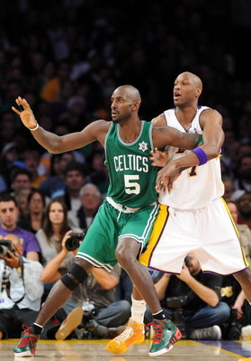 LOS ANGELES, CA - DECEMBER 25:  Kevin Garnett #5 of the Boston Celtics and Lamar Odom #7 of the Los Angeles Lakers battle for position during the game at Staples Center on December 25, 2008 in Los Angeles, California.  The Lakers defeated the Celtics 92-8