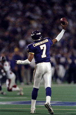 17 Jan 1999:  Randall Cunningham #7 of the Minnesota Vikings throws during the NFC Championship Game against the Atlanta Falcons at the H. H. H. Metrodome in Minneapolis, Minnesota. The Falcons defeated the Vikings 30-27. Mandatory Credit: Matthew Stockma