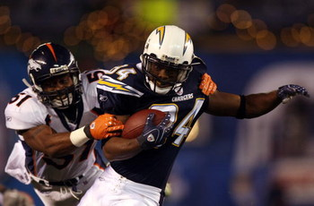 SAN DIEGO - DECEMBER 24: Wide receiver Craig Davis #84 of the San Diego Chargers pulls in a reception against Jamie Winborn #51 of the Denver Broncos during the second half of their NFL game at Qualcomm Stadium December 24, 2007 in San Diego, California.