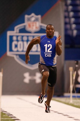 INDIANAPOLIS, IN - FEBRUARY 24:  Defensive back Vontae Davis of Illinois runs the 40 yard dash during the NFL Scouting Combine at Lucas Oil Stadium on February 24, 2009 in Indianapolis, Indiana. (Photo by Scott Boehm/Getty Images)