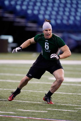 INDIANAPOLIS, IN - FEBRUARY 23:  Linebacker Brian Cushing of USC runs during the NFL Scouting Combine presented by Under Armour at Lucas Oil Stadium on February 23, 2009 in Indianapolis, Indiana. (Photo by Scott Boehm/Getty Images)